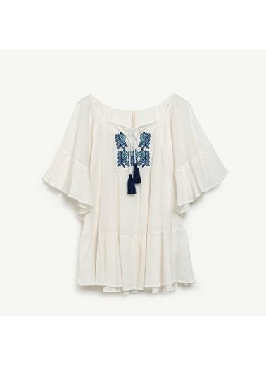 Yargıcı Nakış Detaylı Bluz Beyaz